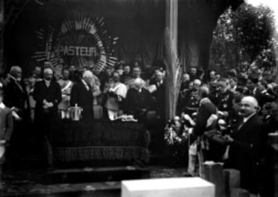 Porfirio Díaz durante la colocación de la primera piedra para el monumento a Pasteur