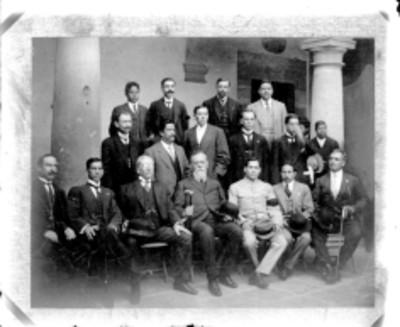 Venustiano Carranza acompañado de diputados constituyentes de Guanajuato, retrato de grupo