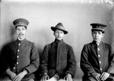 Empleados del Museo Nacional, sentados, retrato de grupo