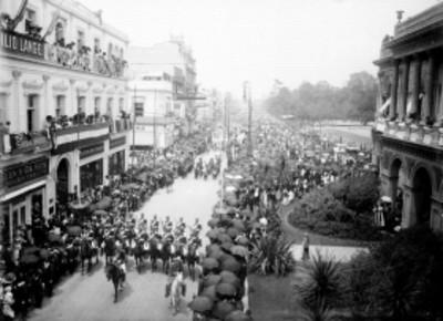 Vista del desfile militar a su paso por calles de la ciudad de México