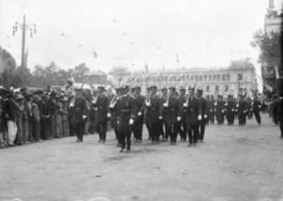 Contingente militar desfila frente a Palacio Nacional