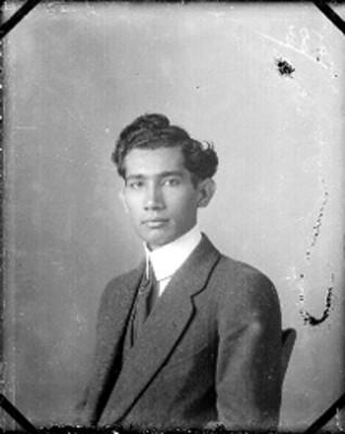 Hombre adolescente, retrato