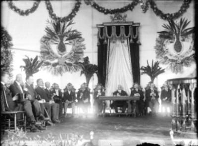 Funcionarios públicos en la inauguración del Manicomio general de Mixcoac