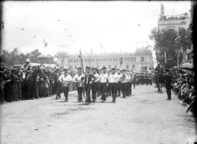 """Desfile por la inauguración del """"manicomio general en Mixcoac"""""""