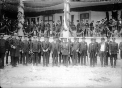 Porfirio Díaz y su gabinete durante la inauguración de la fábrica de polvora de Santa Fé