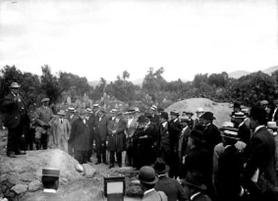 Leopoldo Batres da un recorrido por Teotihuacán con los asistentes al Congreso de Americanistas