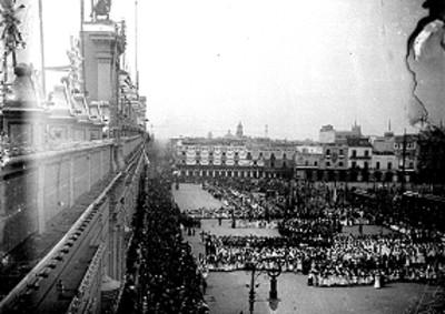 Ceremonia en explanada del Zócalo frente a Palacio Nacional