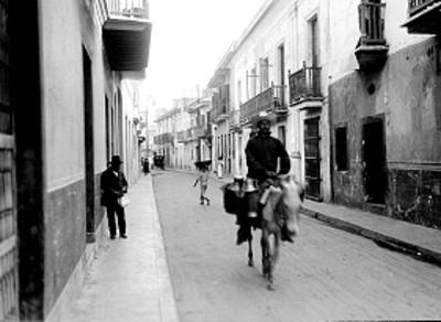 Gente en una calle, vista general