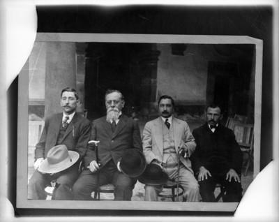 Venustiano Carranza junto a Diputados Constituyentes, retrato de grupo