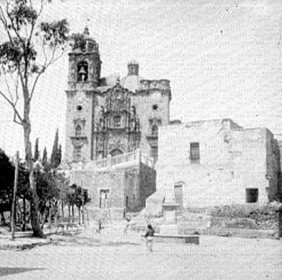 Iglesia, fachada y atrio