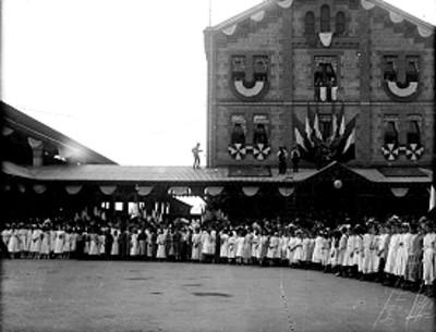 Inaguración de la Escuela Normal durante las fiestas del centenario