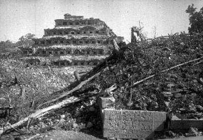 Piramide de los Nichos, vista lateral