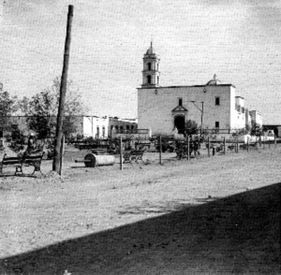 Camino cruza un poblado, vista parcial
