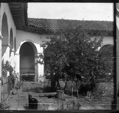 Patio del Colegio de San Nicolás, vista parcial