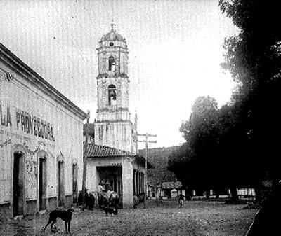 Vida cotidiana en la plaza pública de San Felipe, vista parcial