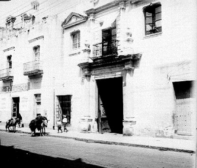 Edificio Colonial, fachada principal