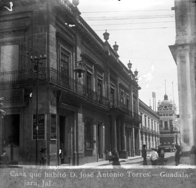 """Casa que habitó D. José Antonio Torres. Guadalajara, Jal."", vista lateral"