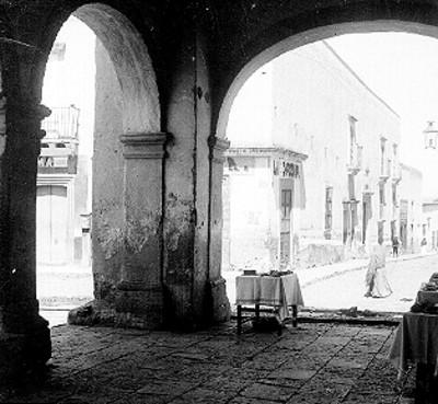Casa de Ignacio Allende, exterior, vista desde los portales