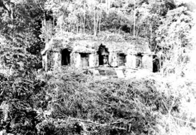 Templo de las Inscripciones en Palenque antes de su restauración, reprografía