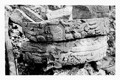 Segmentos de relieves del palacio de las columnas en Tajín, reprografía