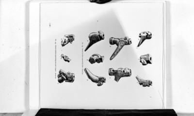 Dibujos de figuras antropomorfas y zoomorfas labradas en hueso, reprografía