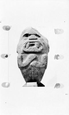 Escultura zoomorfa tallada en piedra, reprografía