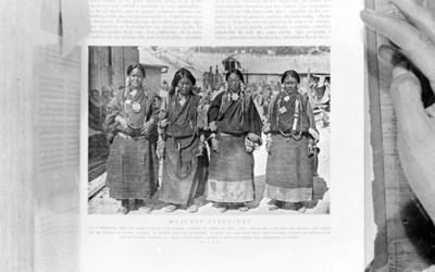 """Mujeres tibetanas"", reprografía"
