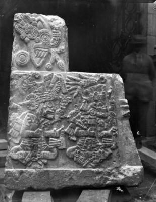 Teocalli de la guerra sagrada, exhibido en el Museo Nacional, vista lateral