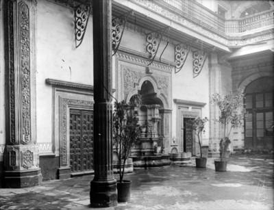 Fuente en la casa del conde de Orizaba, vista parcial