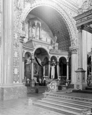 Altar lateral de la iglesia de Santo domingo, vista general