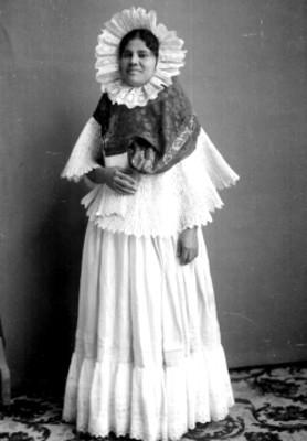 Mujer indígena con traje de Tehuana, retrato