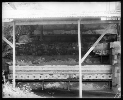 Restauración de un muro prehispánico, vista parcial
