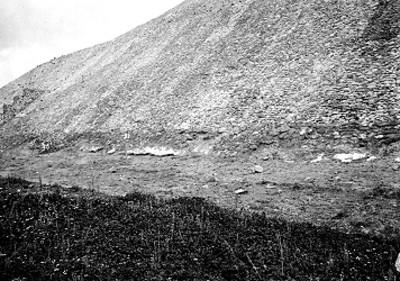 Pirámide del sol antes de restauración, vista lateral