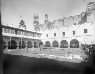 Patio del ex convento de Santiago Apóstol Tlatelolco