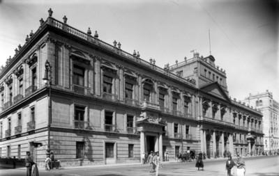 Palacio de Mineria, fachada