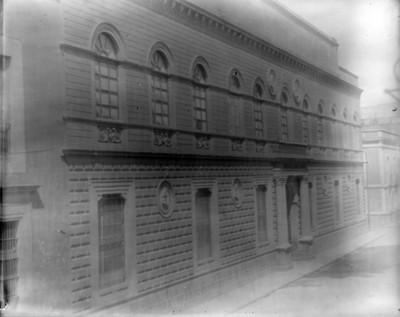 Academia de San Carlos, fachada lateral