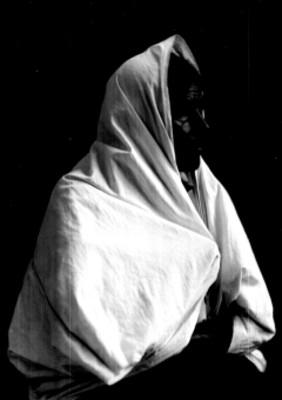 Mujer con rebozo, retrato tres cuartos