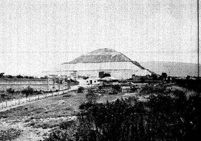 Campamento y museo a un costado de la Pirámide del Sol