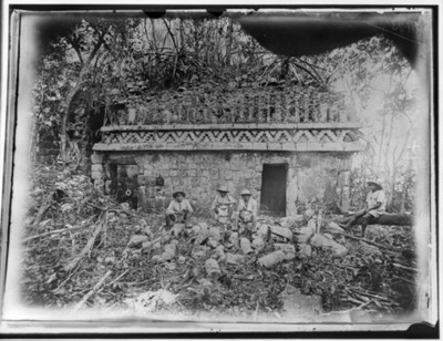 Edificio arqueológico en Chacmultún