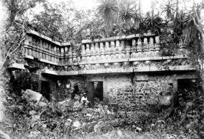Xkampom, palacio en zona maya