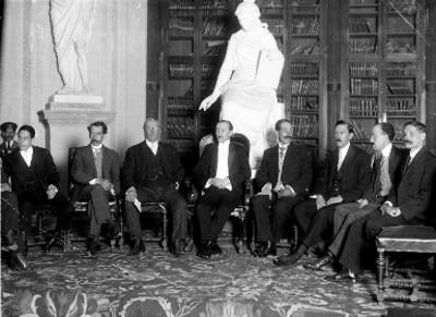 Félix Fulgencio Palavicini y acompañantes, retrato de grupo