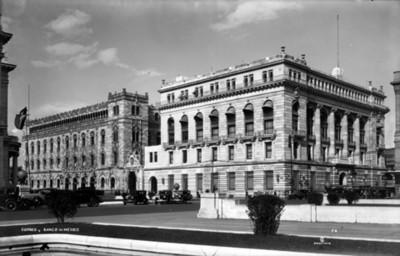 Edificio de Correos y Banco de México, exteriores, vista parcial