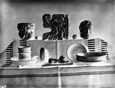 Cerámica y escultura prehispánica de estilo maya, reprografía