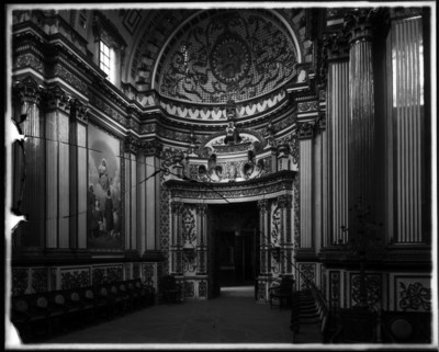 Interior de la Capilla de Nápoles, vista desde el presbiterio