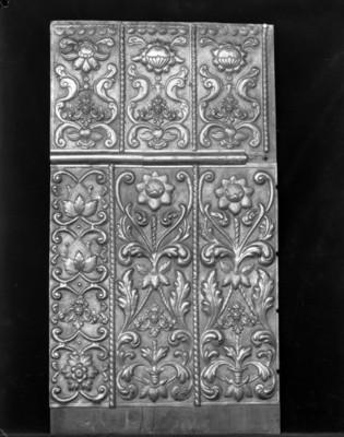 Madera tallada con figuras florales