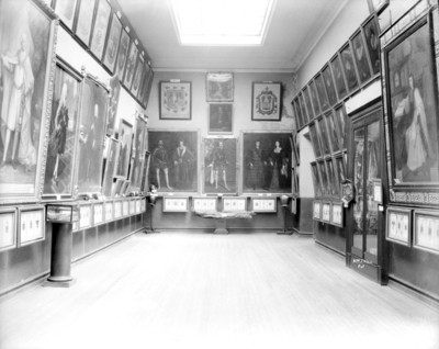 Sala de pintura en el Museo Nacional, personajes del virreinato