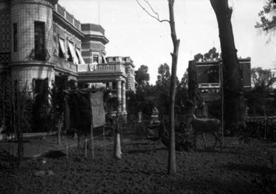 Residencia Azurmendi y jardín, vista parcial