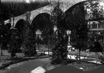 Pérgola de la casa Azurmendi, vista parcial