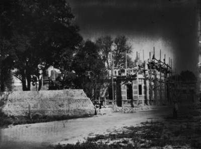 Mansión de Juan Antonio Azurmendi en reconstrucción, vista parcial