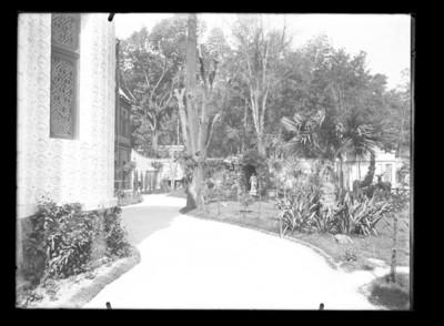 Jardín de la casa Azurmendi, vista parcial